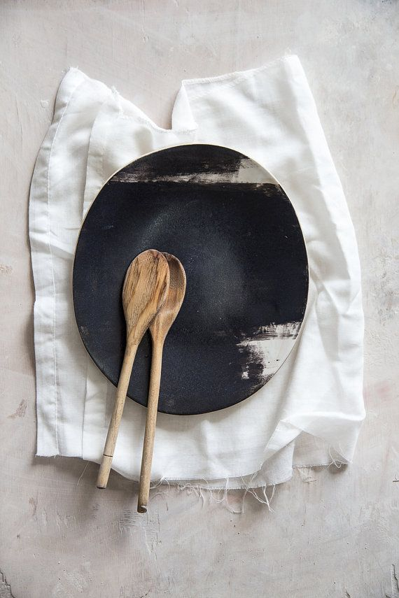 Cette belle plaque est formé à partir dargile de grès lisse. Il est conçu par mes soins, entièrement fait-main selon la technique de la dalle,