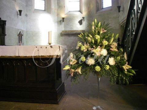 Vytvořili jsme aranžmá pro svatební obřad v kostele Sv. Klimenta v Praze