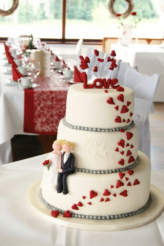 wedding cake in red white  – hochzeitstorte