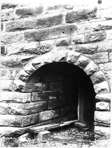 Dawes Point Detail of sandstone block arched tunnel in circular wall surround the reserve c1909-13 CRS 51, Demolition books, 1900-1949