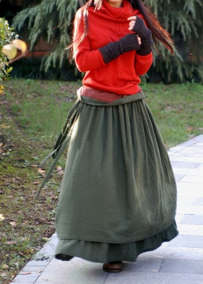 layers of linen. Don't know if I could pull this off, but it sure looks comfy, and almost 1700's in styling.