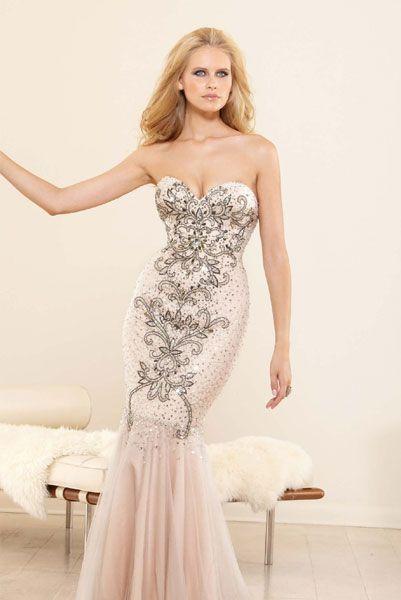 Длинные вечерние платья кораллового цвета с ручной вышивкой