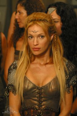 Jolene Blalock is Ishta in Stargate SG-1