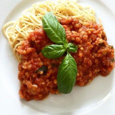 Tomat- och basilikasås med röda linser