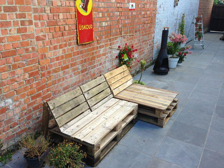 Outdoor wooden pallet bench DIY