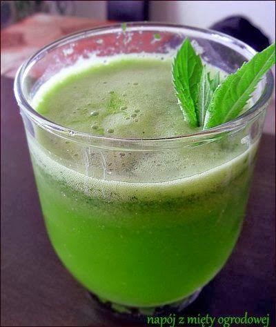 Zielone koktajle: mięta + limonka + daktyle