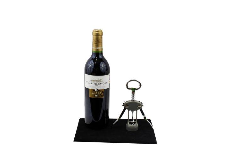 La vasta experiencia de PromoWine en el ramo de los vinos y licores de más de 30 años, nos ha permitido crear y desarrollar los mejores instrumentos y accesorios para el disfrute de uno de los grandes placeres de la vida: los vinos de mesa.