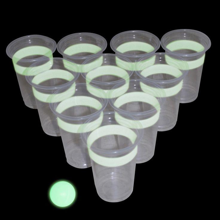 Das beliebte Trinkspiel Bier Pong mal ganz anders – das leuchtende Bier leuchtet nun sogar im Dunkeln und sorgt so nicht nur für jede Menge Trinkspaß, sondern auch für geheimnisvolle Atmosphäre. Eine tolle Geschenkidee für jede Party!