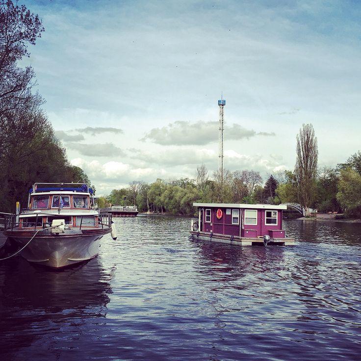 Bunbo Bungalowboot auf der Havel in der Stadt Brandenburg. Traumhafter Urlaub auf dem Wasser für jeden - ohne Sportbootführerschein! Bunbo.de