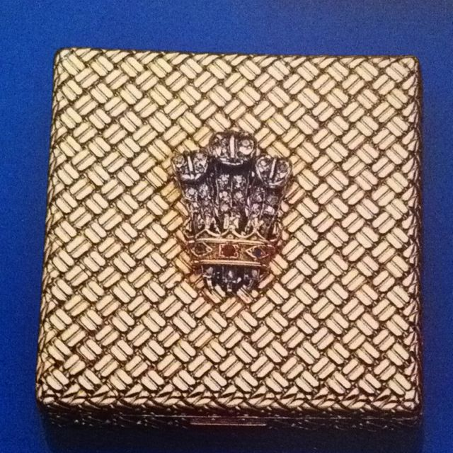 "DUCHESS OF WINDSOR 18k YELLOW GOLD COMPACT WITH PRINCE OF WALES FEATHER MOTIF IN DIAMONDS~ Part of a 6 piece ""handbag suite"" including comb holder, lipstick holder, notebook, and pill box by Van Cleef , inscribed inside 'The Duchess of Windsor.'"