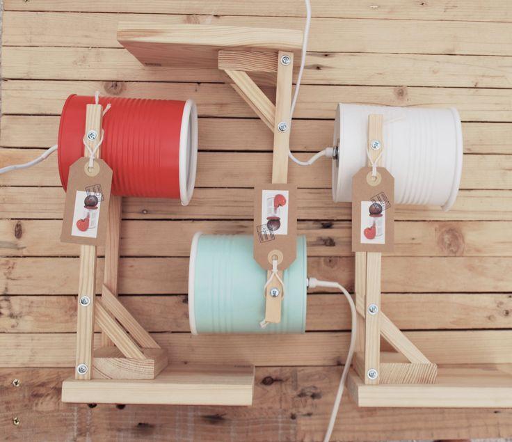 Autunno in colore ! lampade da scrivania / comodino....eco-friendly :  da LATTINE DI POMODORO ! colori corallo, bianco o menta di ILIUI su Etsy https://www.etsy.com/it/listing/205527764/autunno-in-colore-lampade-da-scrivania