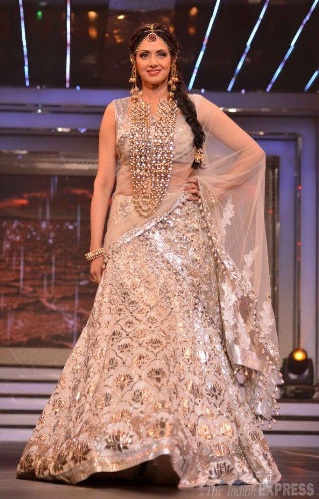 Divani Katrina, Rani, Sridevi, Madhuri and SRKs tribute