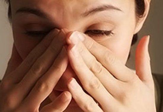 Осенью мы все чаще начинаем болеть простудными заболеваниями с такими симптомами как температура, кашель и чихание.И всем нам знакомо неприятное чувствозаложенностиноса при простуде. К счастью суще…