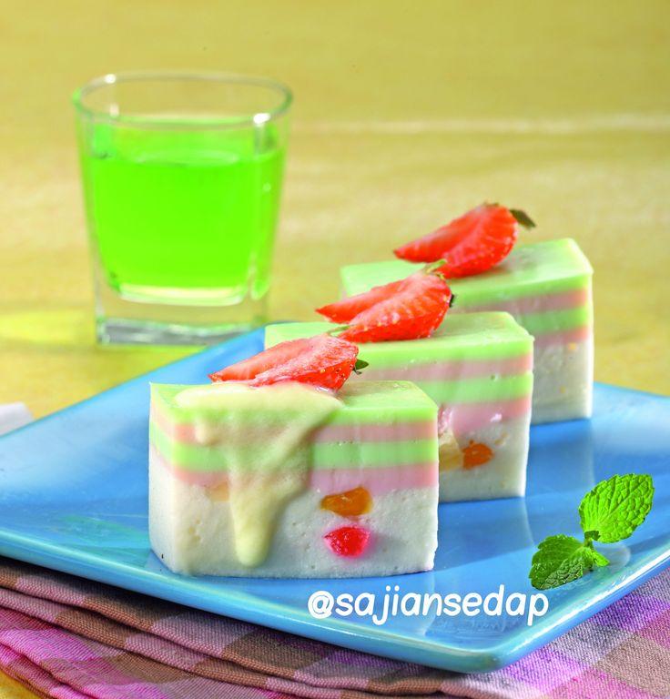 Puding Tutty Fruity http://www.sajiansedap.com/recipe/detail/19935/puding-tutty-fruity#.U8YhMPmSxRF