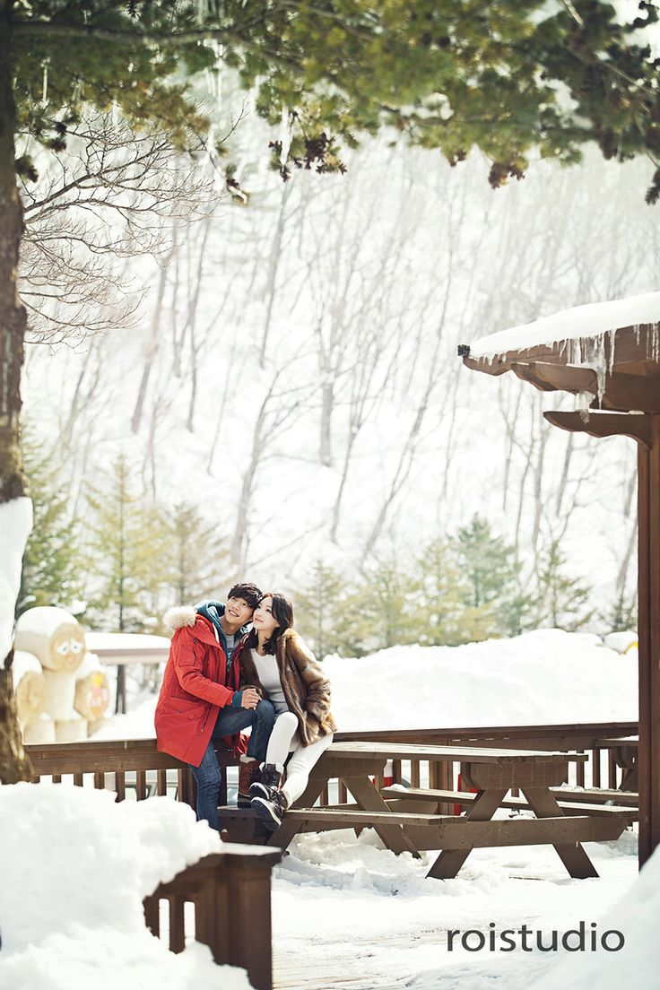 Winter outdoor Korean wedding photography by Roi Studio at Gangwon-do on OneThreeOneFour.com