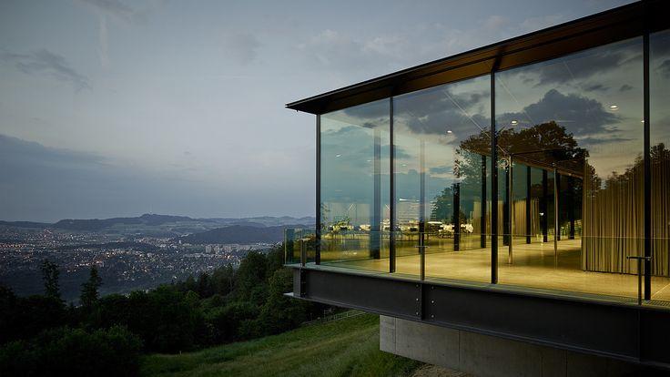 Gurten Pavillon, Bern - air-lux.ch  Aussenansicht Gurtenpavillon mit Blick über Bern. #architecture #architektur #fensterfassaden