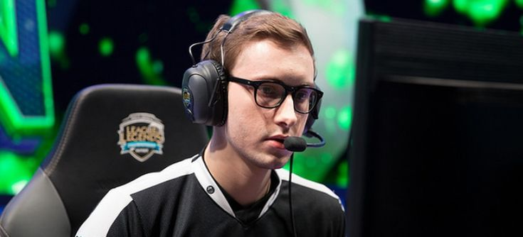 Risk aversion: why teams do not succeed in high-pressure situations when they play to not lose. https://www.esportsheaven.com/articles/view/6267 #games #LeagueOfLegends #esports #lol #riot #Worlds #gaming