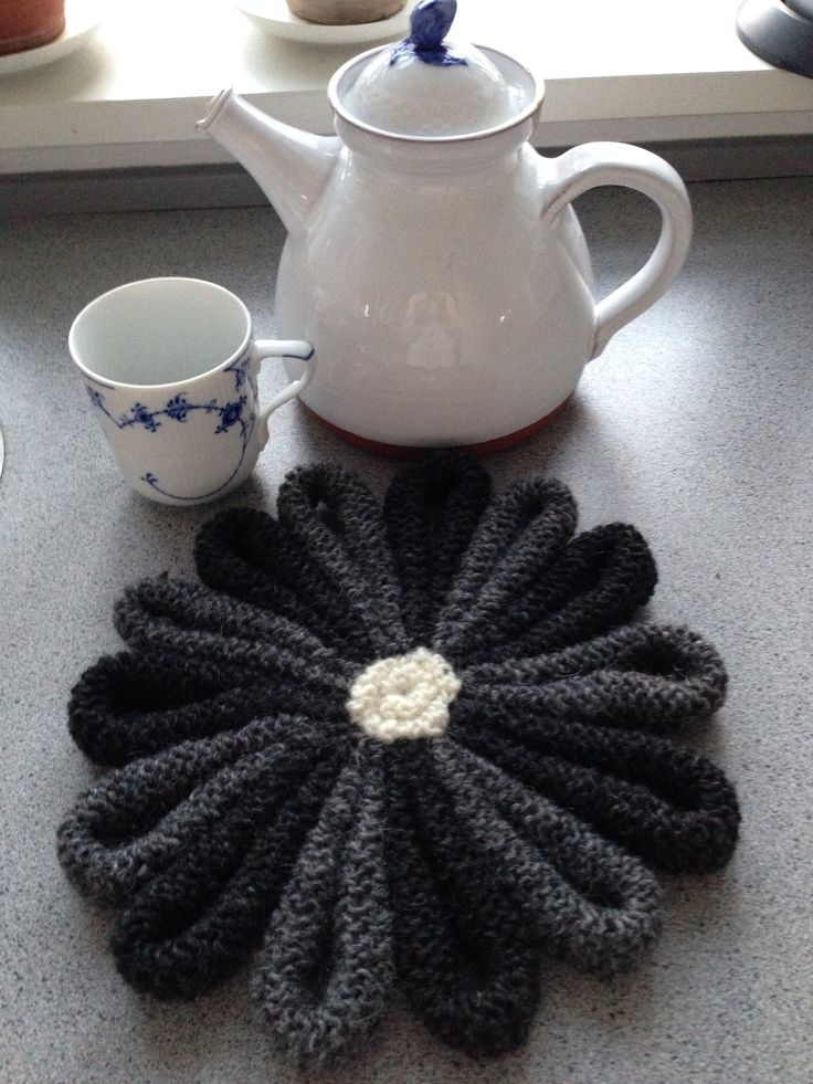 Knitted table mat, wool. Pattern by Arne Nerjordet & Carlos Zachrisson