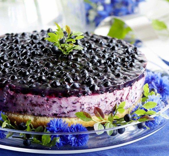 Black currant mousse cake/Mustaherukka-hyytelökakku