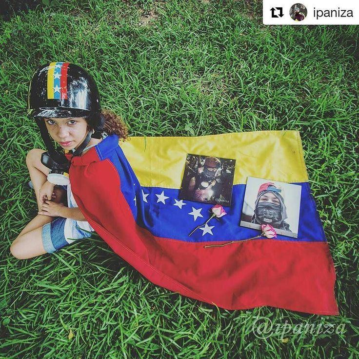 """#5jul Día de la Independencia de Venezuela / #venezuela Independence Day #libertad #democracia  Foto de: @ipaniza (@get_repost)  Esta composición fotográfica no me pertecene. """"Me puedes tomar una foto sentada y que las fotos de mi hermano estén en la bandera y publicarlo en tú instagram """"  Paola fue todo un honor para mí.  Dios te bendiga princesa.  #Venezuela #ipaniza #9J"""
