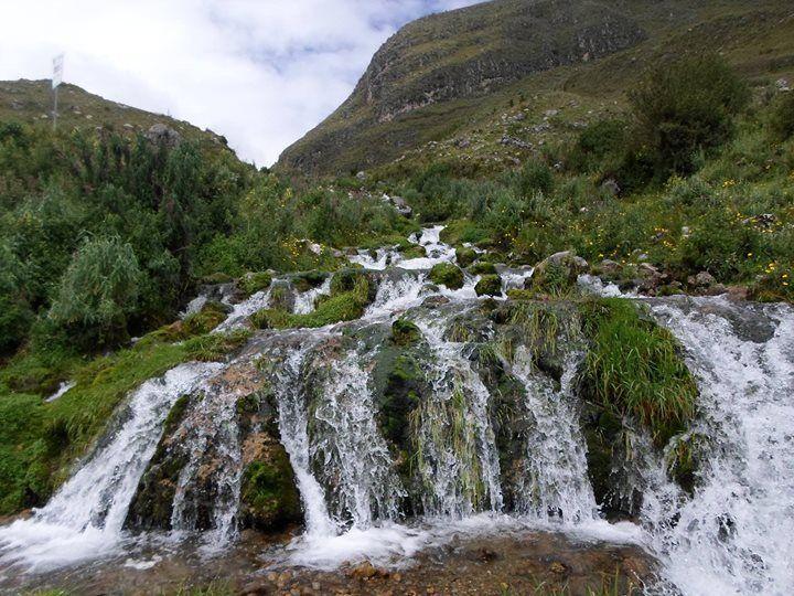 """perulovers:  """"Cataratas de Cochecorral a 3600 MSNM en Cajabamba de la region Cajamarca. Esta formada de manera natural por pequeñas cataratas de forma escalonada.  .  .  .  #PeruLovers #VisitaPeru #Peru #igersPeru #tumblr #cajamarca #turismo #aventura..."""