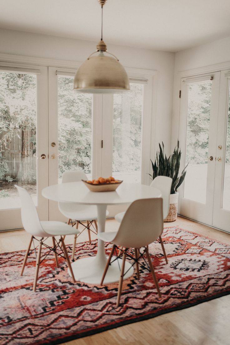 Tour A Space That Blends Bohemian Details With Modern Farmhouse Dining Room Beautiful Red Southwestern Rug