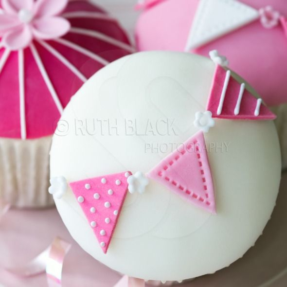Pink and white bunting cupcakes - Royalty Free Stock Photo