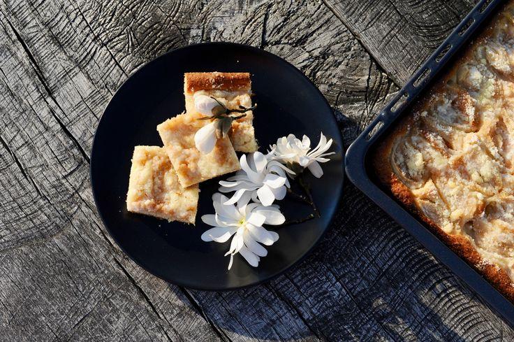 kynutý koláč s rebarborou a drobenkou