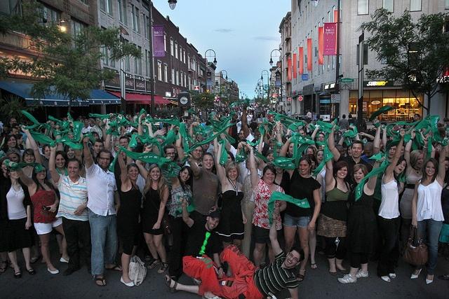 Les diplômés de l'UQTR débarquent en ville, rue Des Forges