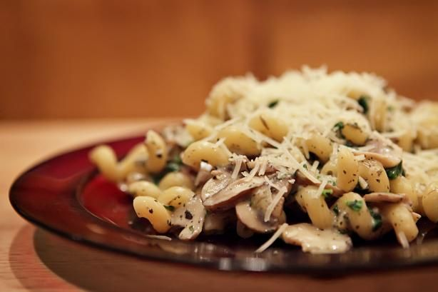 spinach & mushroom pasta (GP: can use low-fat or non-dairy milk; calls for parmesan cheese, which I can tolerate)