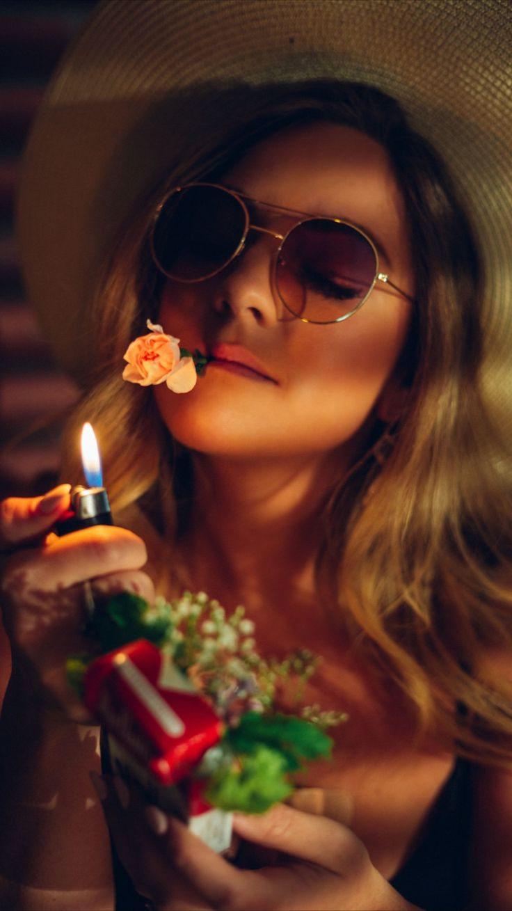 Creative Portrait Photography, Cute Photography, Creative Portraits, Photography Branding, Street Photography, Flower Photography, Flower Power, Selfie Poses, Nature Tattoos