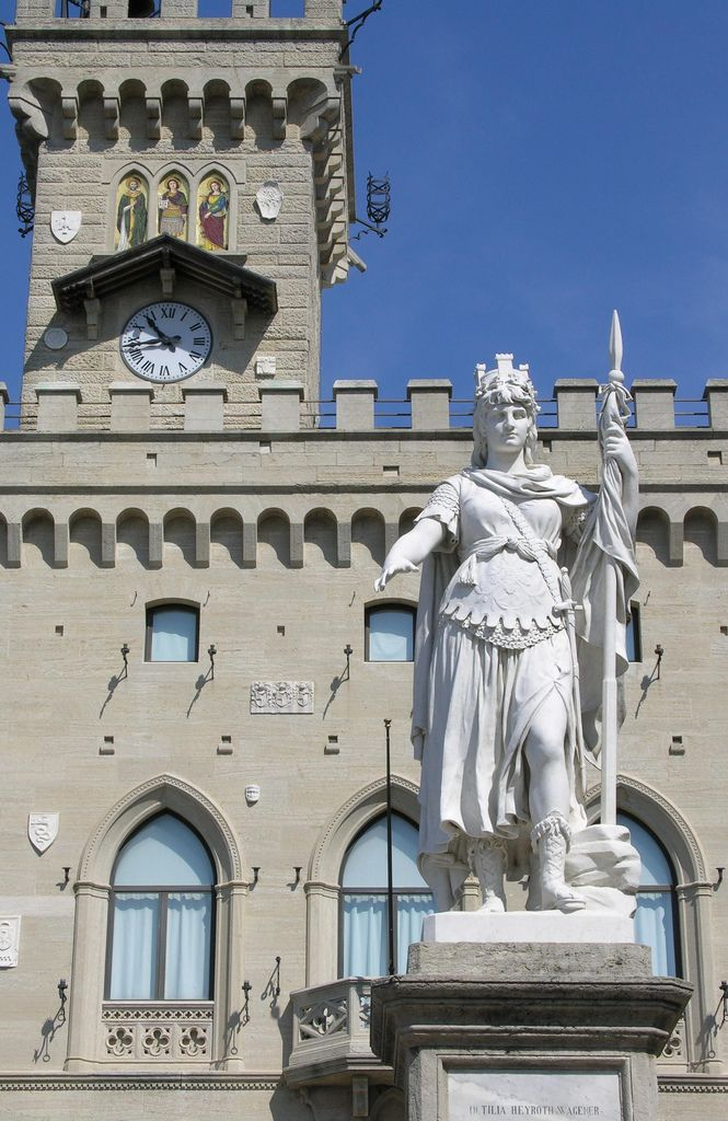 https://flic.kr/p/4obtQr | SAN MARINO | Palazzo publicco e statua della libertà Palais du Gouvernement et statue de la Liberté