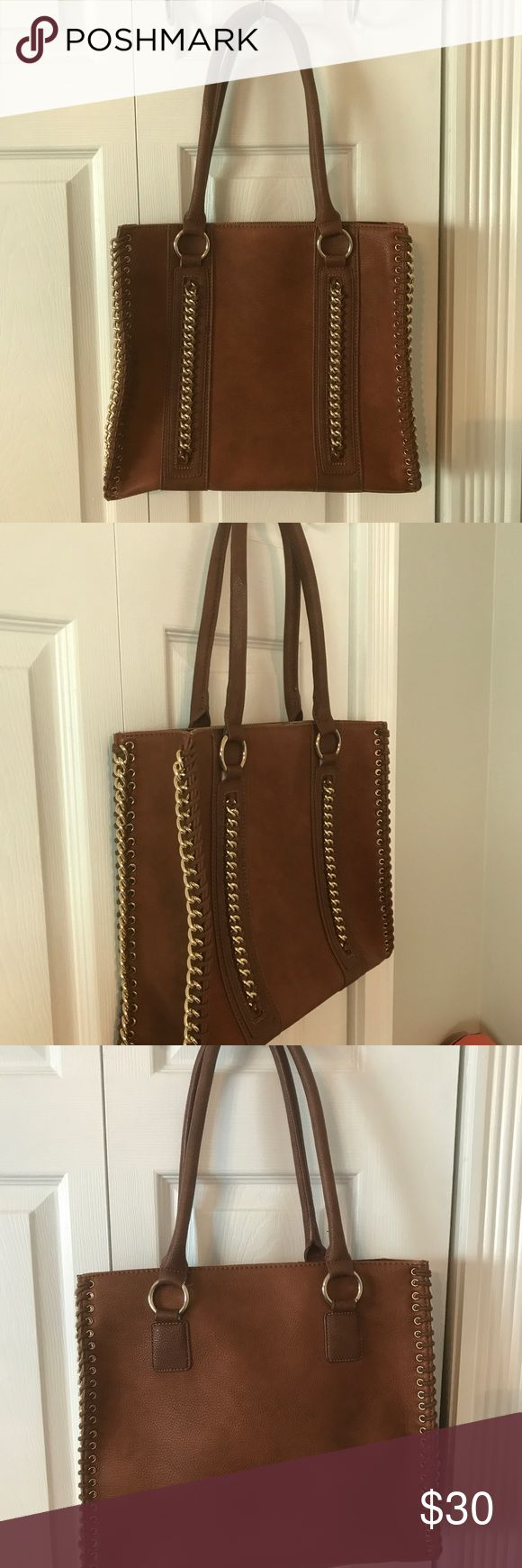 Tan Aldo tote Slightly used tan Aldo tote bag with gold accents. Open interior with ell phone pocket and back zipper pocket. Aldo Bags Totes