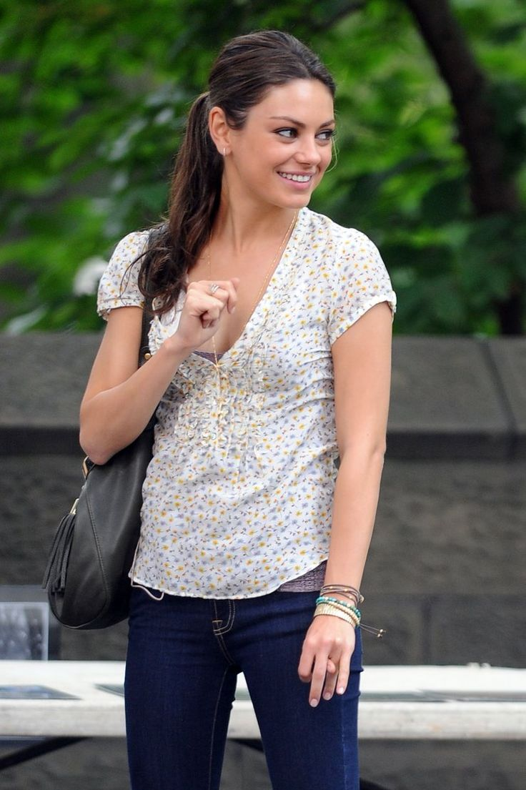 "Mila Kunis - ""Friends with Benefits"" set candids in New York, July 21, 2010  photo 463066"
