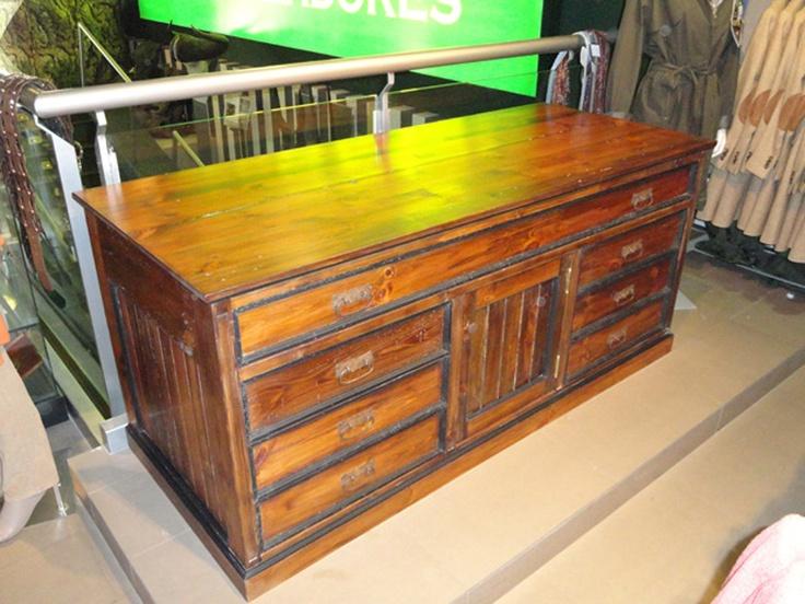 Weapon 39 s wardrobe mueble para armas en madera de pino de - Muebles de madera color nogal ...