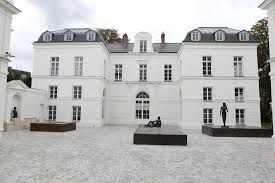 3.Abreuvoir, 14 Rue de l'Abreuvoir, 92100 Boulogne-Billancourt, France  The Musée Paul-Belmondo is an art museum centred on the 1800's well known sculptor, Paul-Belmondo. Many of the works displayed at the Gallery are busts of people made by Belmondo himself and includes two of his most known statues. The museum is located at the eastern side of Paris.