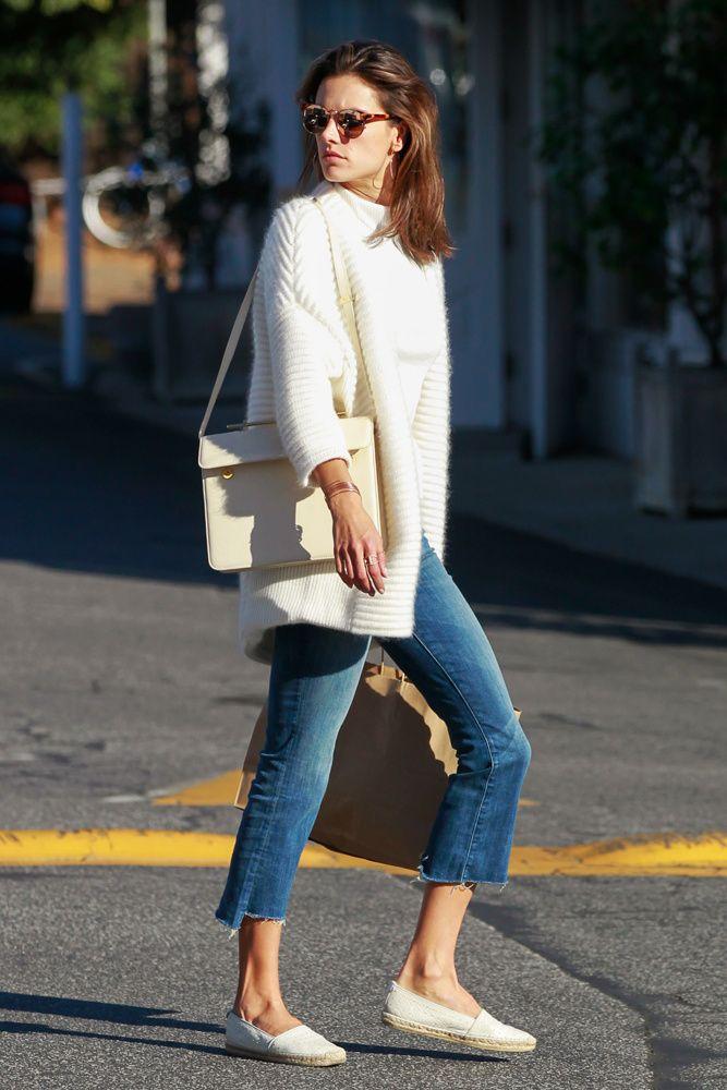 De abrigos largos, sneakers y prendas 'cozy'. Las famosas nos inspiran con sus atuendos de street style.