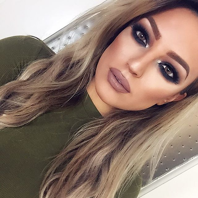 Heavy smokey eyes! For details see my second last video  I will post a new tutorial today! Stay tunnnneeeddd...Hair by @luxuryforprincess in Butterscotch Blonde to add a natural volume :)) Code DILAN for $$ off! #badquality #imapostitanywaysthough