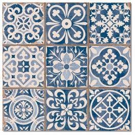 Niebiesko białe płytki z wzorkami - FS Faenza
