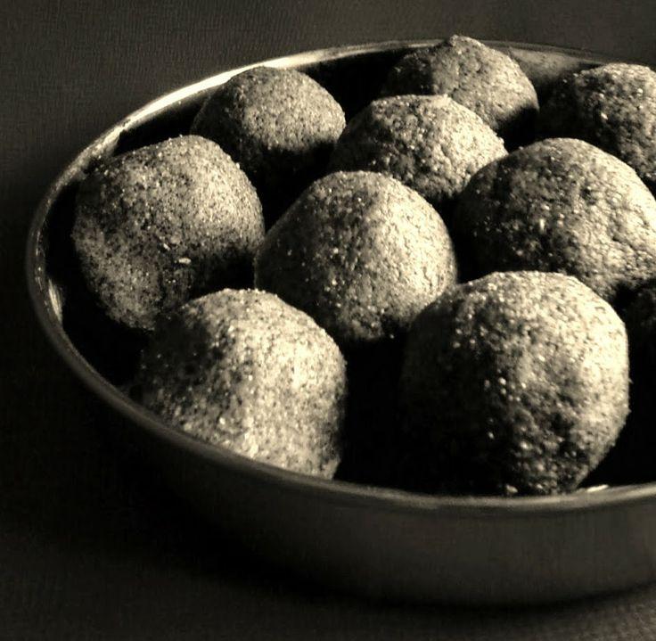 Savispassions: Ragi Sunnundalu ( Finger Millet Jaggery Balls)