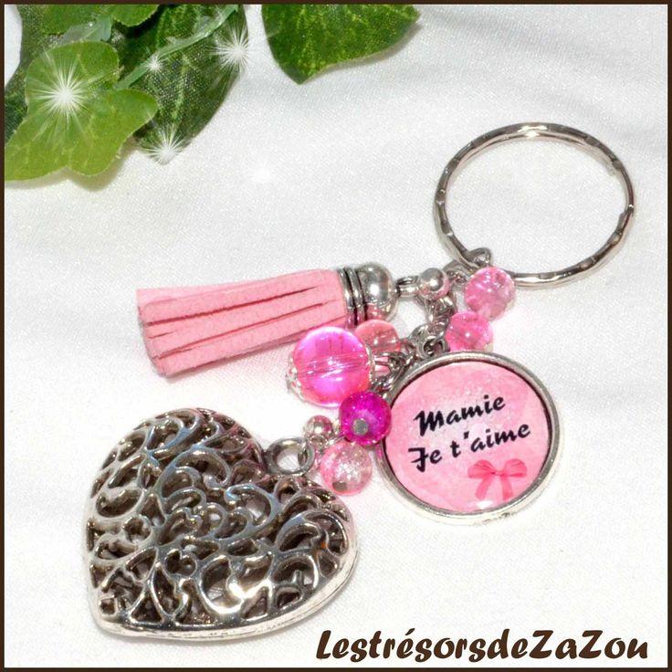 """Porte clefs à cabochon """" Mamie Je t'aime"""" avec grand coeur et pompon de suédine - Rose - Fête des grands mères : Porte clés par lestresorsdezazou"""