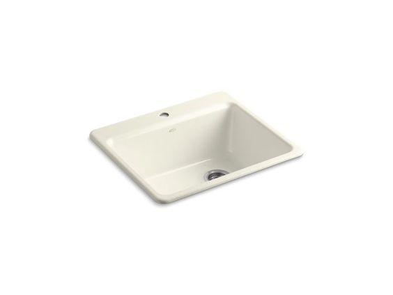 Perfecta para espacios pequeños. El fregadero de cocina Riverby es una adición elegante y versátil para esta cocina.
