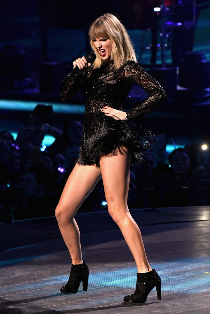 Taylor Swift performing at DirectTV's Super Saturday Night || 02.04.17
