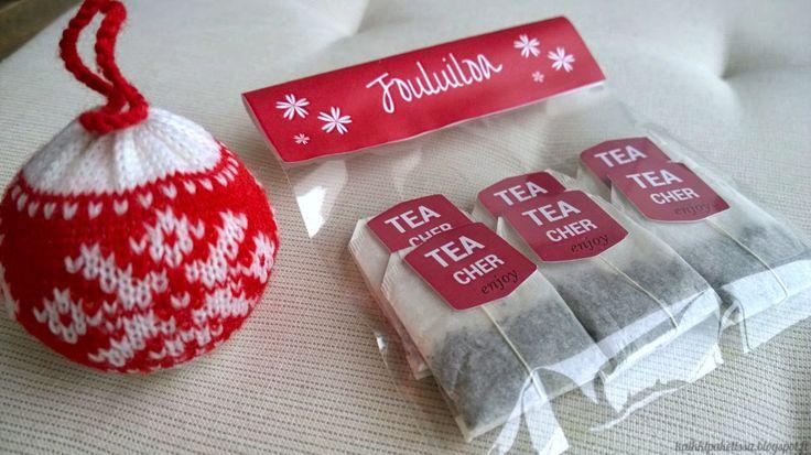 Tea tags for teacher. Teepussietikettejä opettajalle lahjaksi.