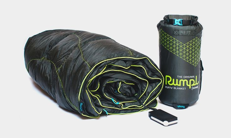 After the success of the Down Puffy Outdoor Blanket and the Repurposed Puffy Jacket Blanket, Rumpl is back with Puffe-, the world's most advanced heated blanket. The simplest explanation of Puffe- is that it's a portable, battery-powered heated blanket you can take with you anywhere. In order to make this thing