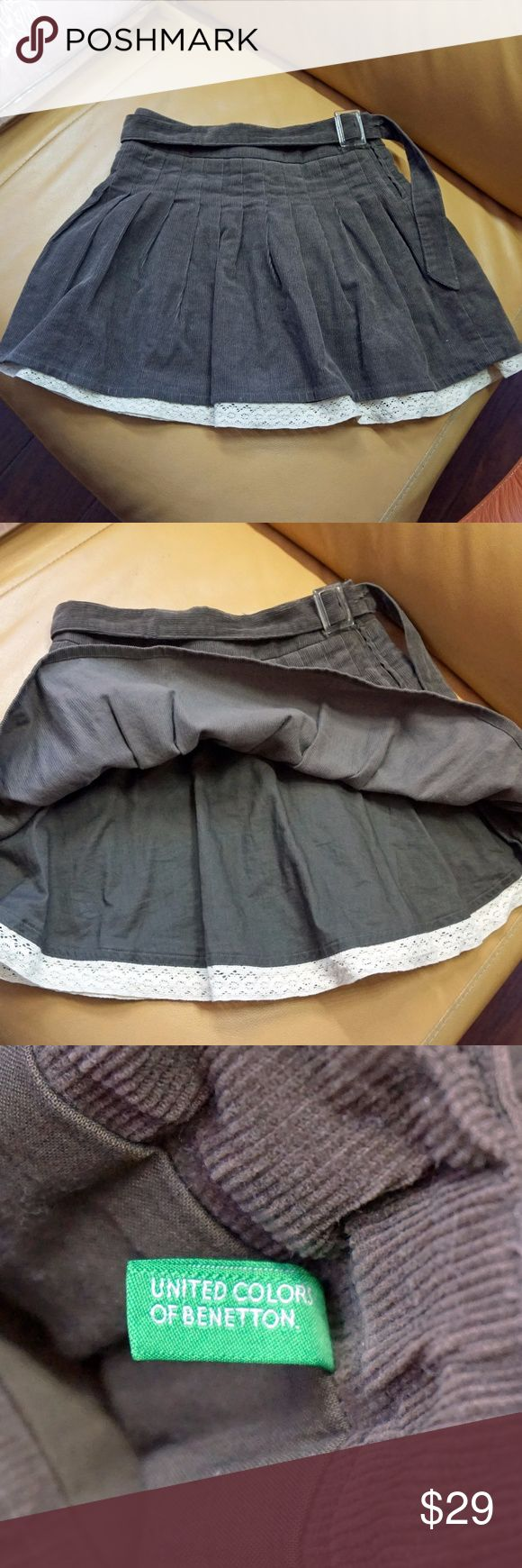 "BENETTON GIRL'S VELVET SKIRT 6/7Y BENETTON GIRL'S SKIRT Velvet Cotton Lined Size S 6-7 Years Brown A-Line Gifts AMAZING VELVET SKIRT! BEAUTIFUL CONDITION.WORN 2-3 TIMES ONLY.  100% COTTON VELVET.  100% COTTON LINING WITH LACE DECOR ON HEM.  DARK BROWN.ADJUSTABLE WAIST.  SIZE:S / 6-7 YEAR.  SIDE ZIPPER.ADJUSTABLE BELT.  FULL LENGTH 12.5""  WAIST 22-23"" around.ADJUSTABLE.  UNITED COLORS OF BENETTON. United Colors Of Benetton Bottoms Skirts"