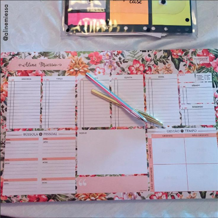 Com o Desk Planner você planeja e predetermina seus eventos por escrito, ocupando seu TEMPO com aquilo que realmente te faz feliz. #deskplanner #planejadordemesa #organização #decoração #personalizado #paperview_papelaria