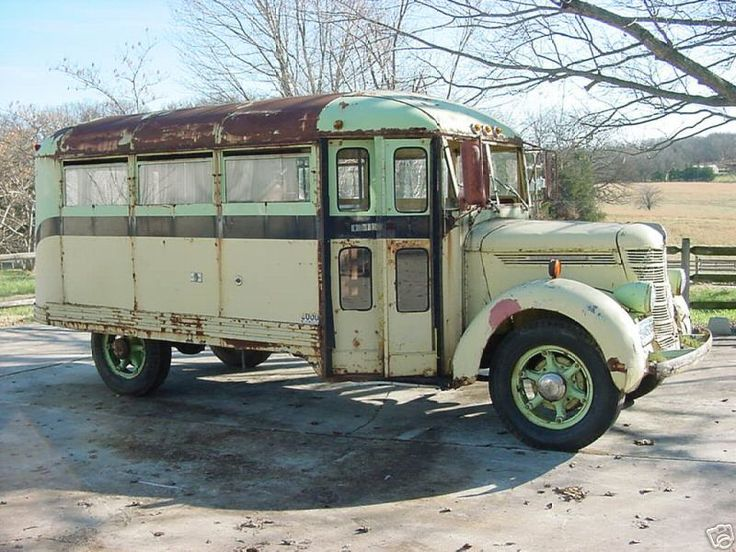 1939-wayne-international school bus!  Would this make a cool Hot Rod/RV, or what?  No, it's not for sale!  (But I wish it was!)