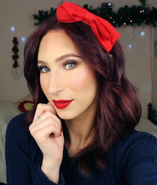 Ciao Makeup Lovers, oggi vi propongo un makeup tutorial davvero facilissimo e veloce da realizzare. Ho pensato a tutte quelle persone che nei giorni di Natale sono super impegnate e vogliono comunq…