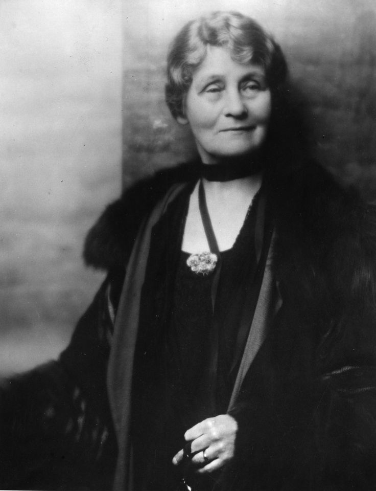 emmeline pankhurst Emmeline goulden met dr richard pankhurst who was a lawyer, he also supported radical causes such as women's suffrage.